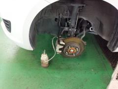 奥多摩町W様 ZC72S スイフト 車検整備作業 オイル交換 ブレーキ分解・清掃・給油作業