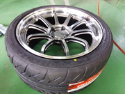 デモカーVAB ADVAN Racing RS-DF Progressive 9.5J-18&BS RE-71R 265/35R18組込作業