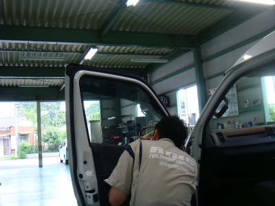 埼玉県入間市E様 車 トヨタ ハイエース カーフィルム施工