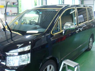 東京都青梅市M様 ヴォクシー G&#39ZOXハイパービュー ウインドウ撥水コーティング施工