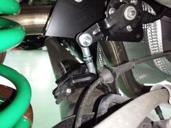 立川市A様 ZC32S スイフトスポーツ CUSCO オートレベライザーアジャストロッド取付作業