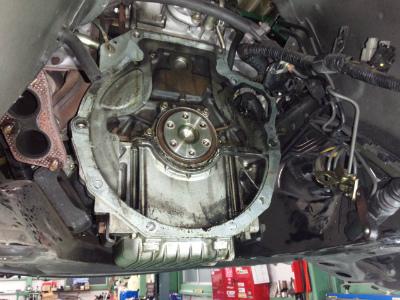 東京都福生市K様 弊社販売車 H13 NB8C ロードスター RSⅡ エンジンオイル漏れ修理 リアオイルシール交換